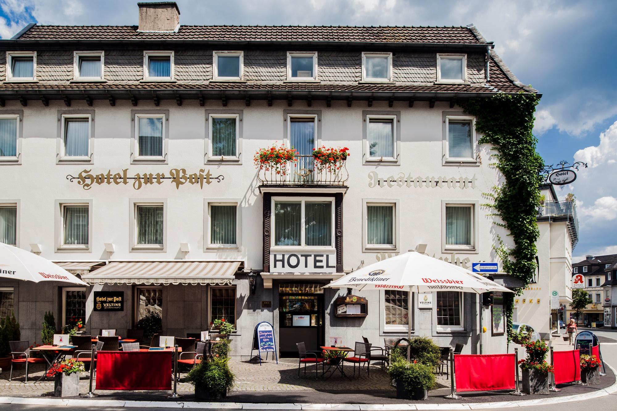 Hotel zur Post - Attendorn - Außenansicht - Biergarten